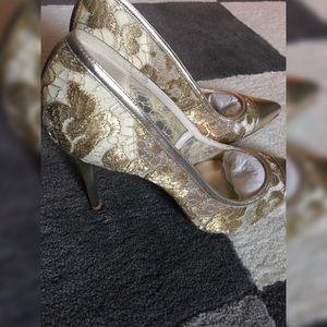 Stuart Weitzman Shoes - STUART WEITZMAN Lacepump Gold Lace Pumps 8.5